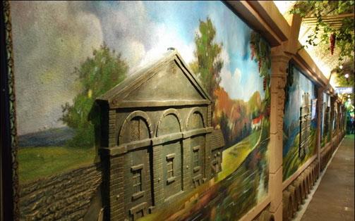 青岛葡萄酒博物馆是2009年由市北区委区政府投资打造的以葡萄酒历史与文化展示为主题的集科普教育、收藏展示、旅游休闲、文化交流等多种功能于一体的特色博物馆,同时也是国内第一座以葡萄酒为主题的地下博物馆,一个星级旅游景点。外部景观采用了欧式古堡建筑特点。这次打造将打破原有建筑立面,融合英国、法国、意大利、西班牙、南非等多国建筑风格。